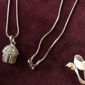 STERLING SILVER NECKLACE WITH CUPCAKE PENDANT